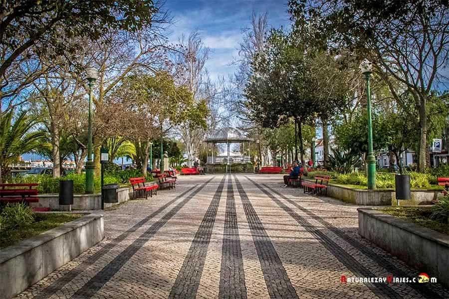 Jardín público de Tavira para ver en Algarve