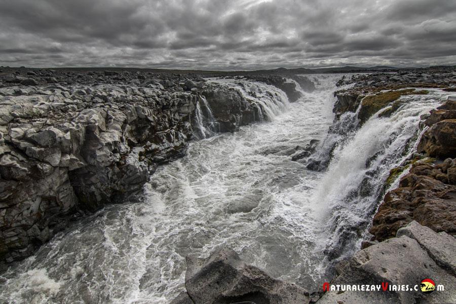 Cascada Gljúfrasmidur, Highlands, Islandia