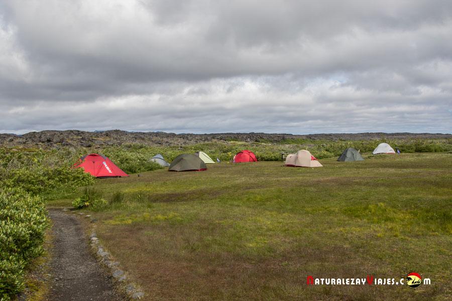 Camping junto al volcán Herdubreid, Tierras Altas Islandia Highlands