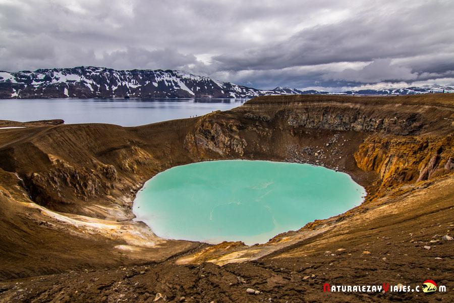 Caldera Askja y lago Viti, lago Öskjuvatn, Islandia