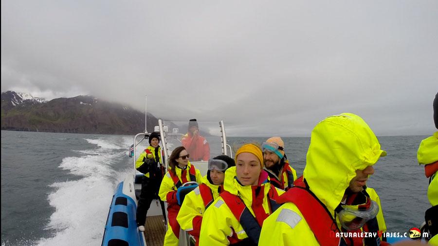 Nuestra lancha rápidampara avistamiento de ballenas en Húsavík, Islandia