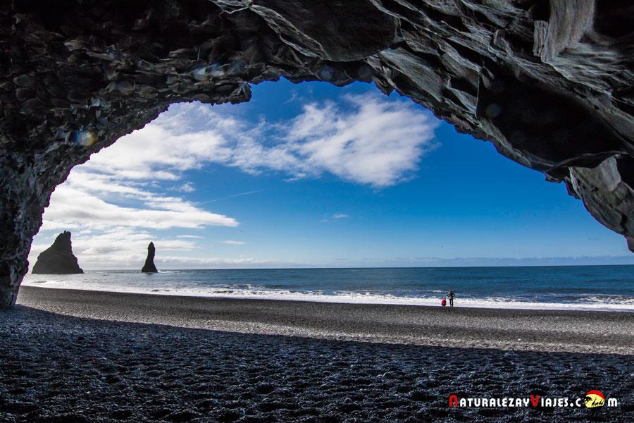 Reynishverfi, Islandia, en una de las Playas negras de Islandia
