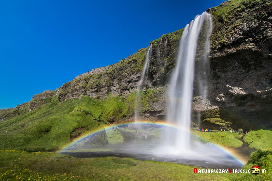 Seljalandsfoss, una de las cascadas más bonitas de Islandia