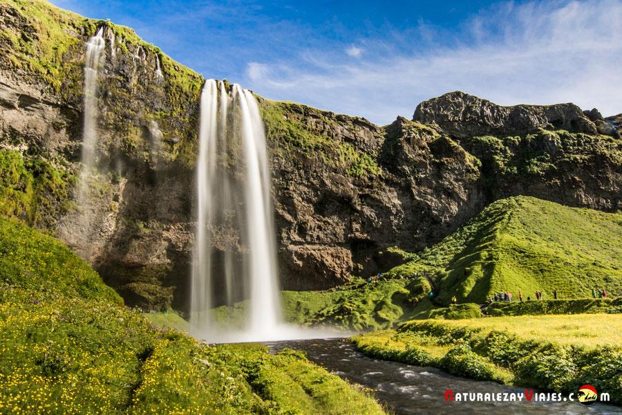 Cascada Seljalandsfoss, su visita es un consejo para ver en Islandia