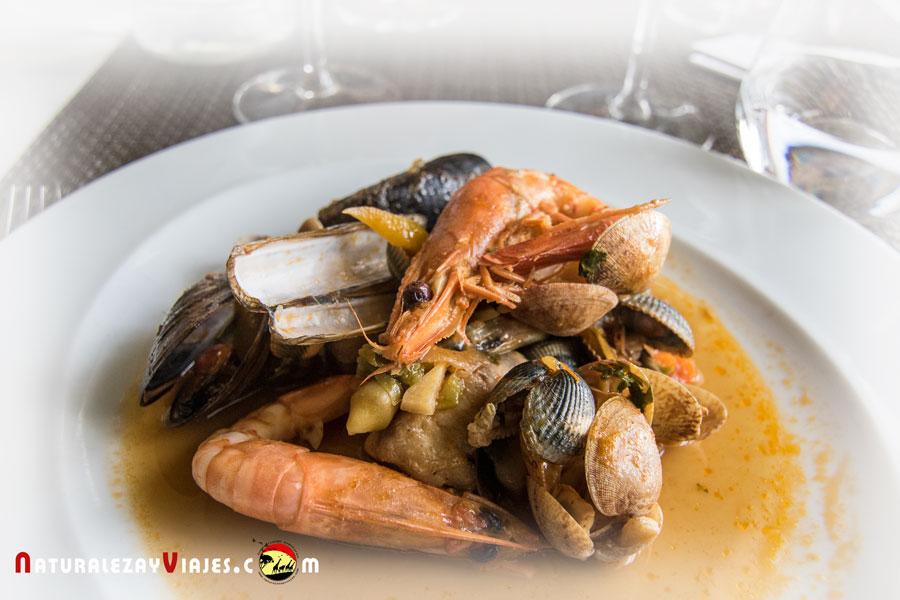 Cataplana de marisco, plato típico para comer en Sagres