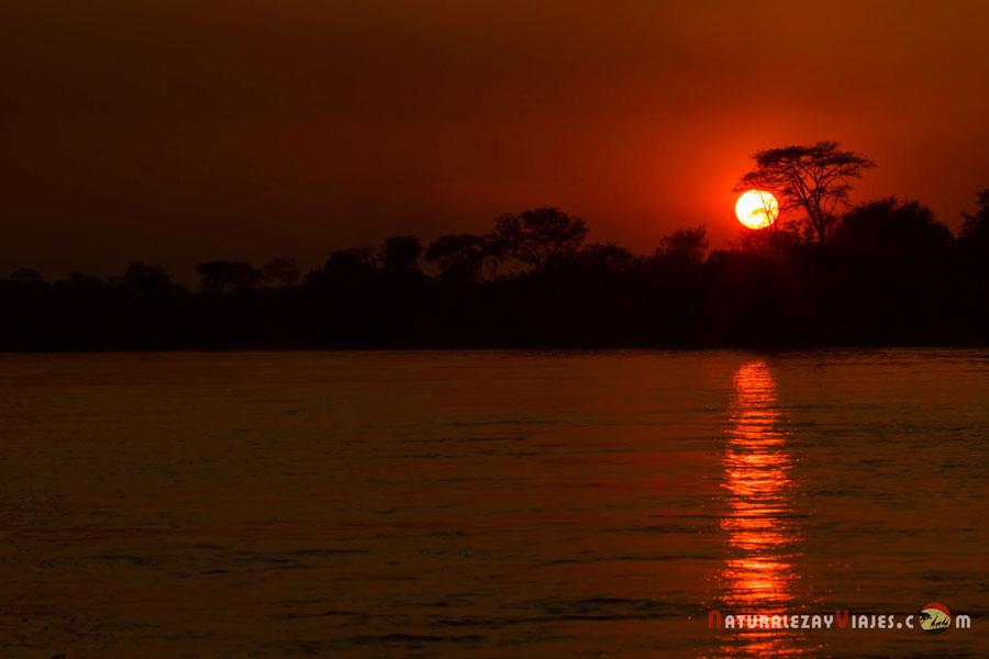 Atardecer en el río Kafue, Zambia