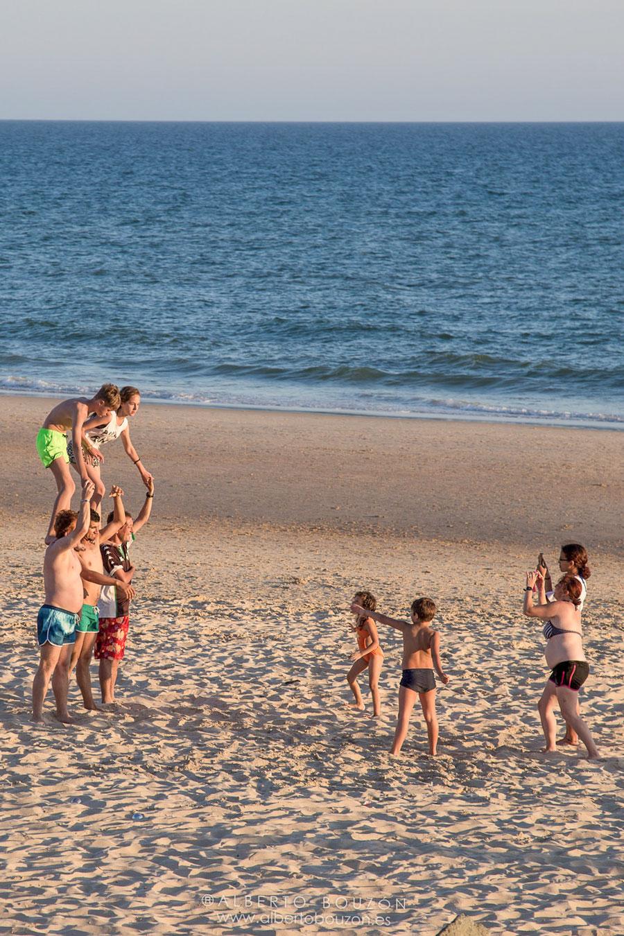 Niños en la playa de Matalascañas, Huelva