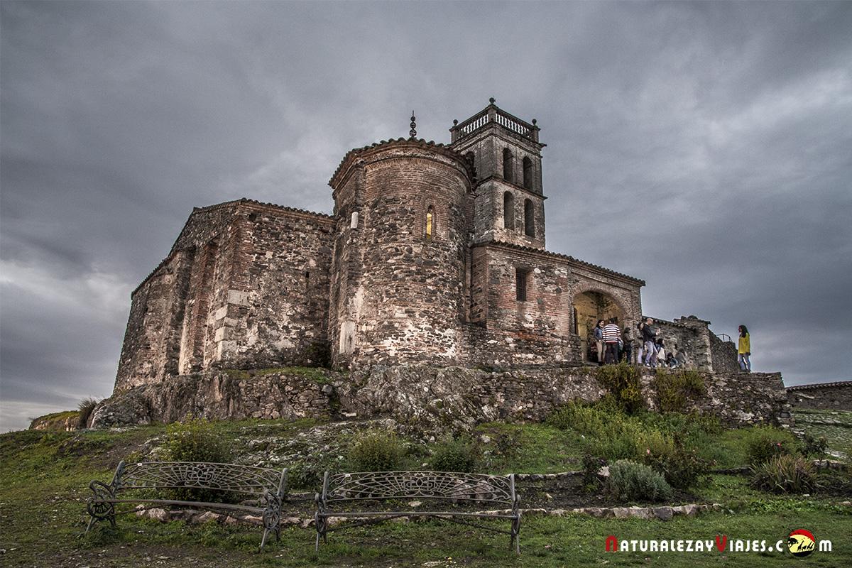 Mezquita de Almonaster en la provincia de Huelva, un pueblo encantador para visitar e incluso vivir en él