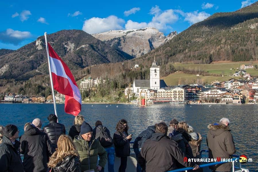 Lago St Wolfgang visto desde el interior del ferry