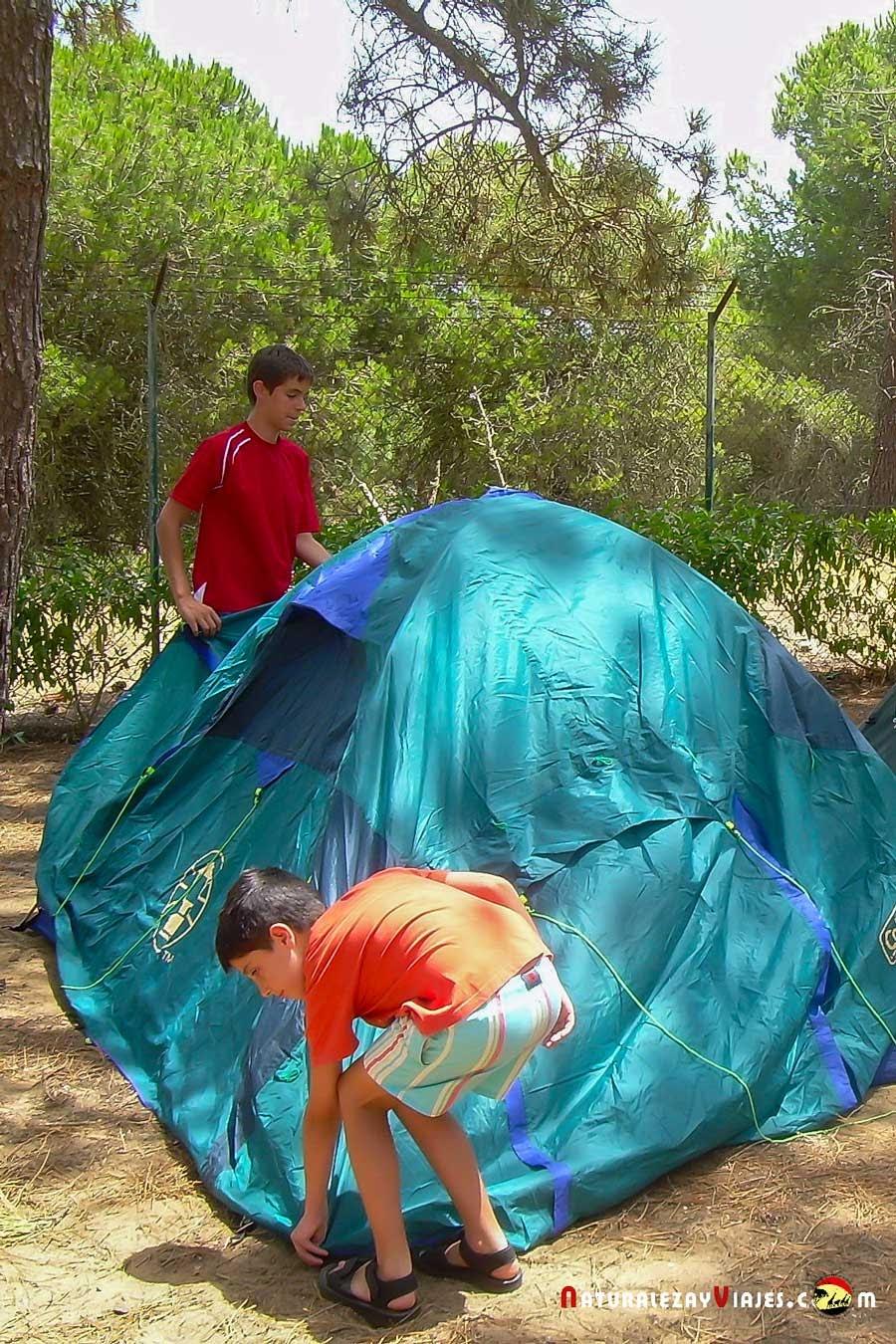 Montando tienda camping Algarve