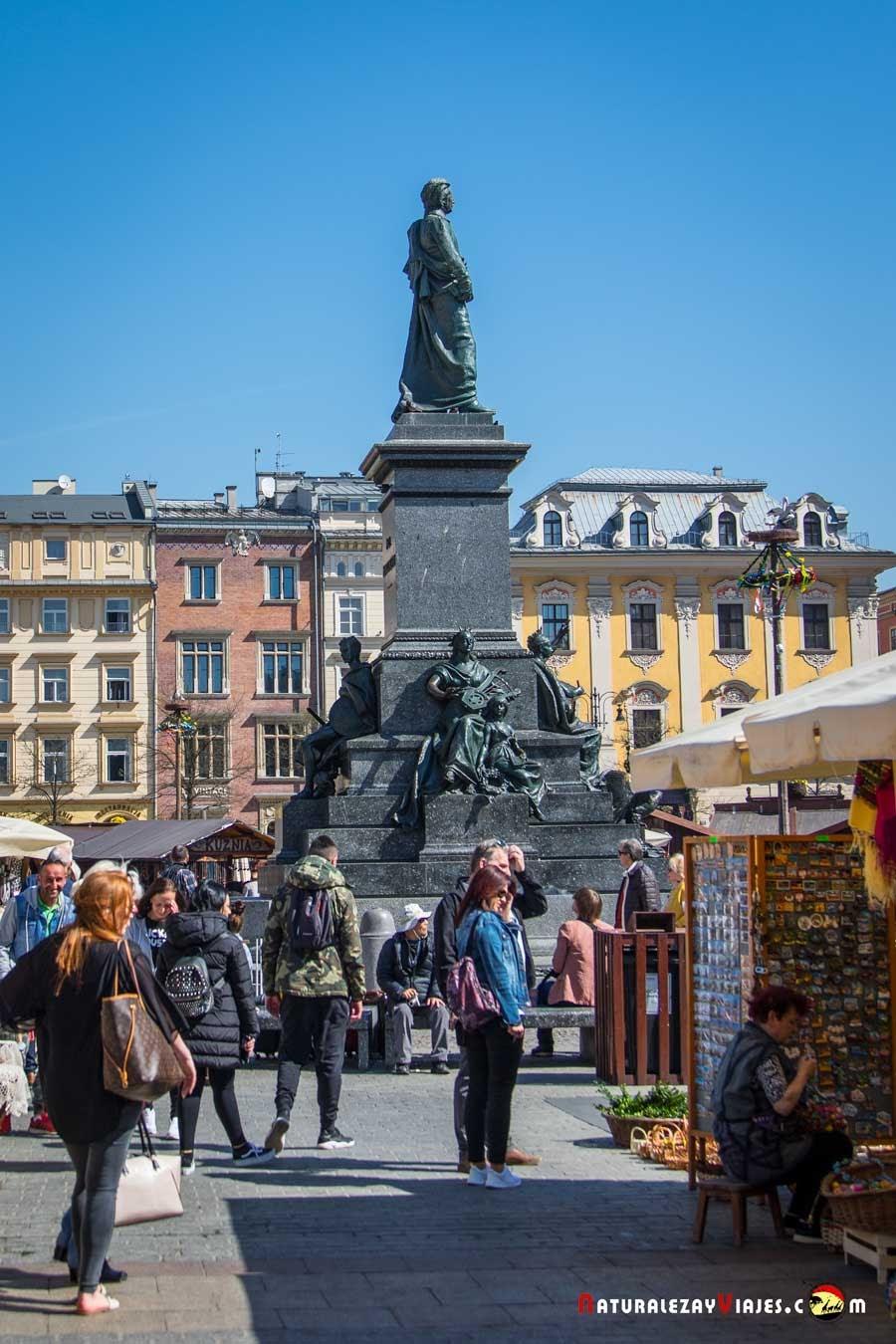 Estatua de Adam Mickiewicz en Cracovia