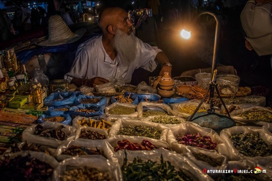 En la Plaza Jemaa El Fna, Marrakech, Marruecos