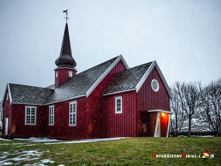 Iglesia de Flakstad en Islas Lofoten