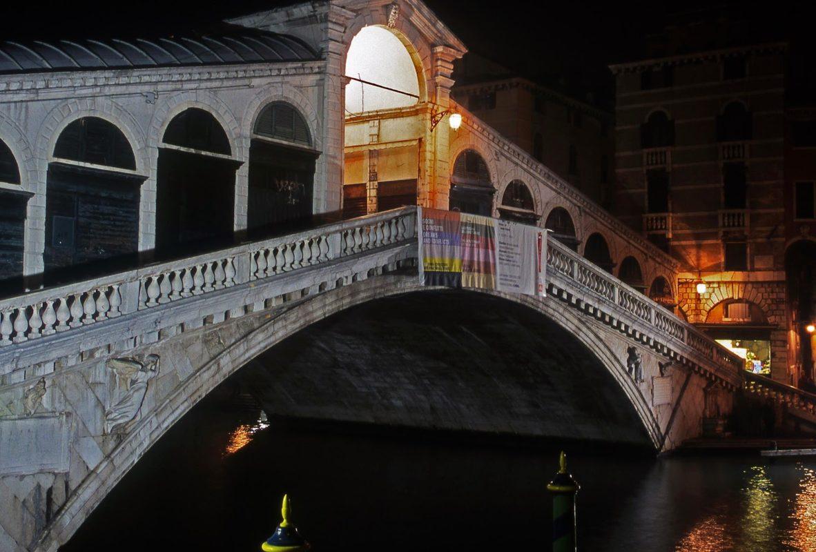 Sorpresas en el Puente Rialto de Venecia
