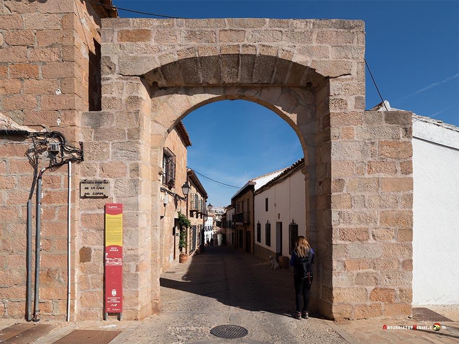 Arco de Banalúa, Baños de la Encina