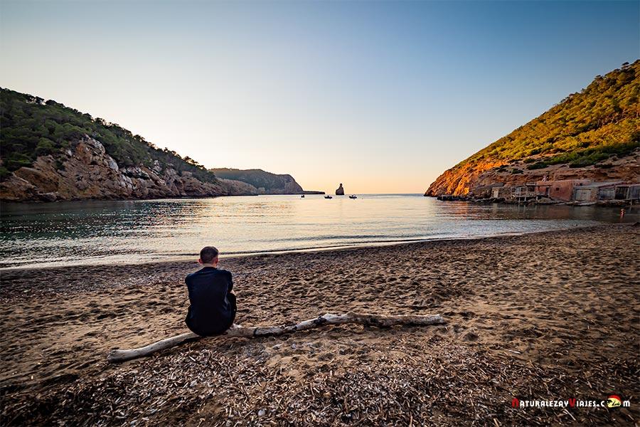 Cala Benirrás, Ibiza, entre las mejores playas y calas de Ibiza