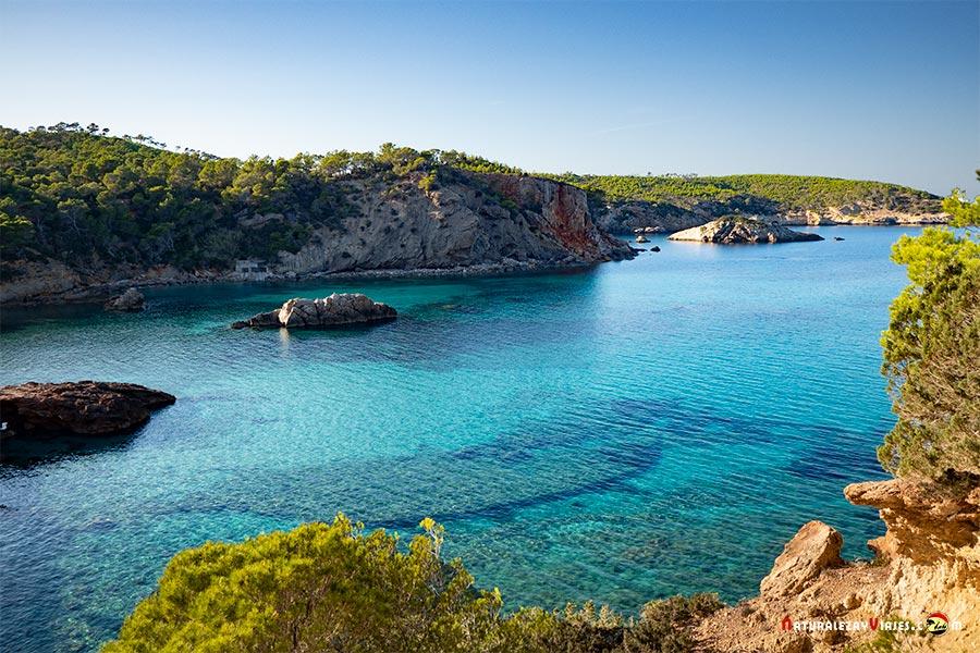 Cala Xarraca, Ibiza, entre las mejores playas y calas de Ibiza