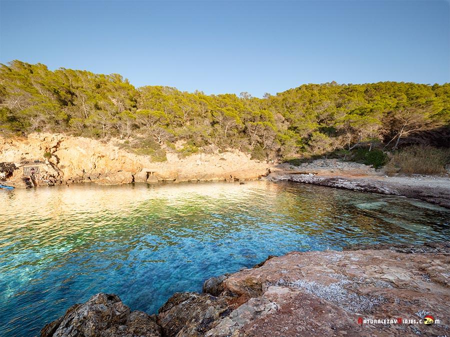 Cala Xuclar, Ibiza, una de las mejores playas y calas de Ibiza