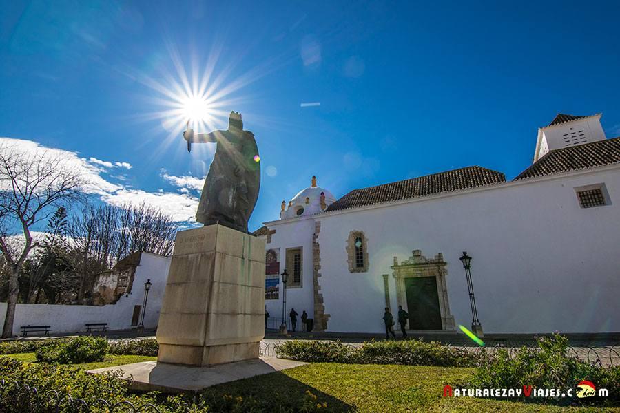 Plaza de Alfonso III en el casco histórico de Faro