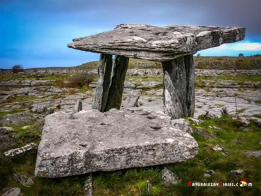 Dolmen Poulnabrone, un imprescindible de los lugares que ver en irlanda