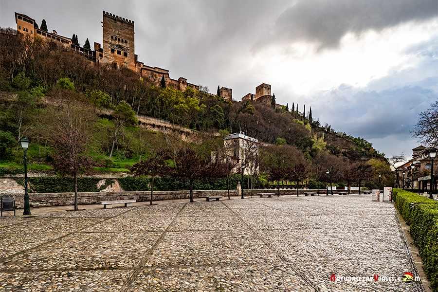 Paseo de los Tristes, otro imprescindible en Granada