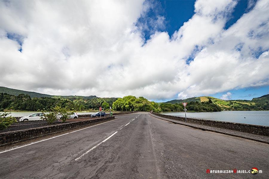 Carretera que separa Sete Cidades, São Miguel